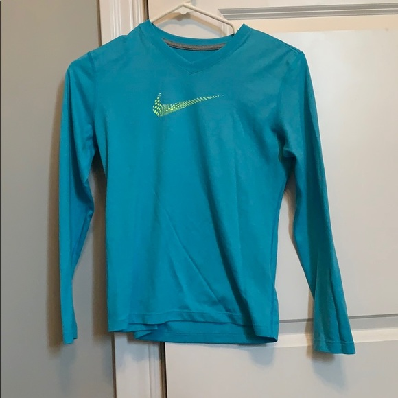 ff3f6f49ebdd3 Girls Nike dri-fit long sleeve shirt